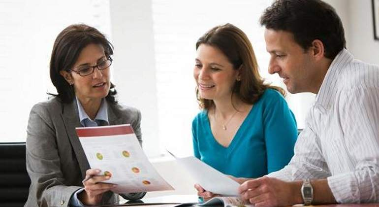 How should you co-operate with your Immigration consultant